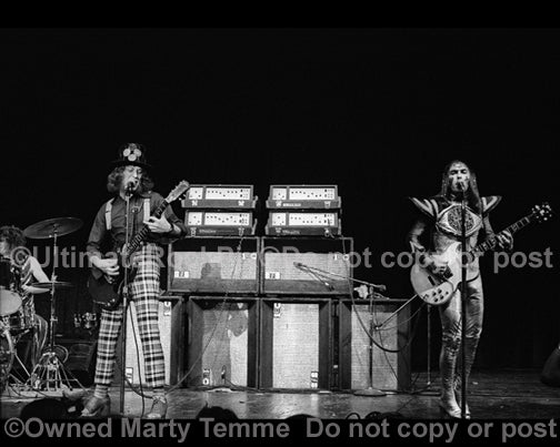 Black and white photo of Noddy Holder and Dave Hill of Slade in concert in 1973 by Marty Temme