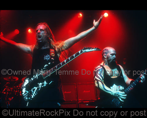 Photo of Jeff Hanneman and Kerry King of Slayer in concert in 1998 by Marty Temme