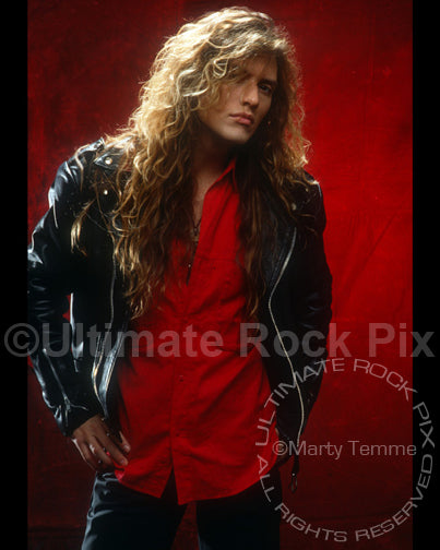 Photo of Blas Elias of Slaughter during a studio photo shoot in 1990 by Marty Temme