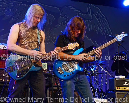 Photo of Steve Morse and Dave LaRue in concert by Marty Temme
