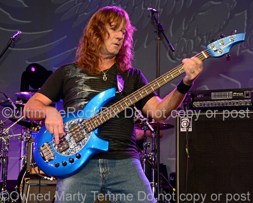 Photo of bass player Dave LaRue in concert - smbdl129162