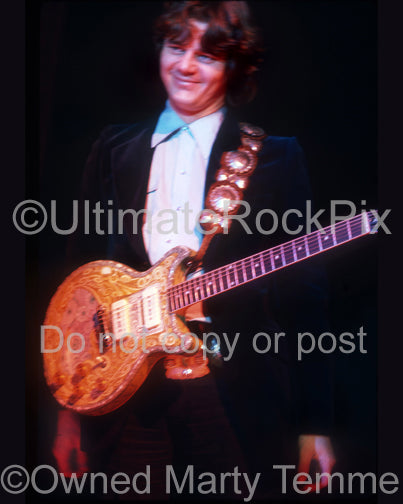 Photo of Steve Miller in concert in 1974 by Marty Temme