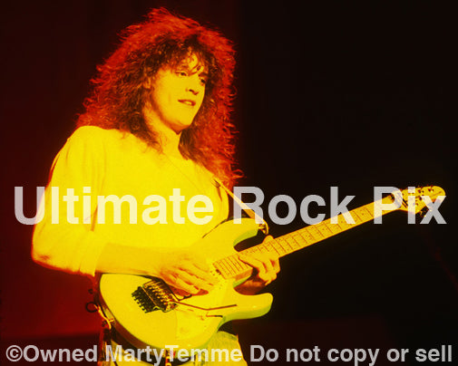 Photo of guitarist Lincoln Brewster performing with Steve Perry in concert in 1994 by Marty Temme