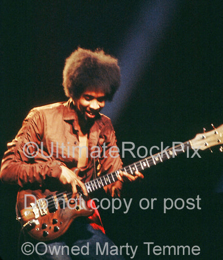 Photo of bass player Stanley Clarke of The New Barbarians in concert in 1979 by Marty Temme