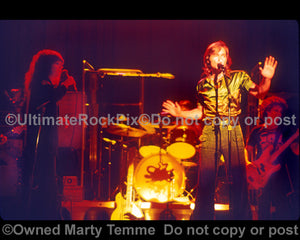 Photo of Grace Slick and Marty Balin of Jefferson Starship in concert in 1975 by Marty Temme