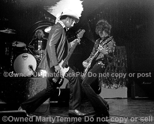 Photo of Dean and Robert DeLeo of Stone Temple Pilots in concert by Marty Temme