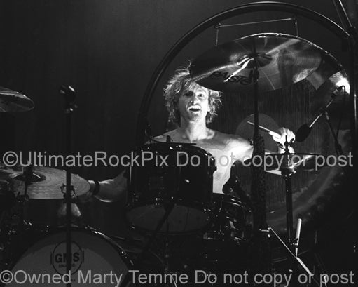 Photo of drummer Eric Kretz of Stone Temple Pilots in concert by Marty Temme