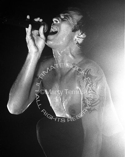Black and white photo of Scott Weiland of Stone Temple Pilots onstage by Marty Temme
