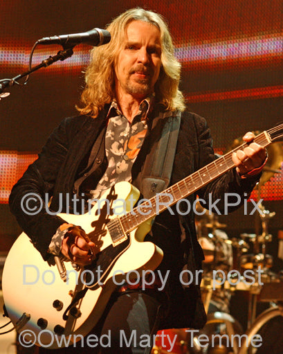 Photo of Tommy Shaw of Styx playing a white Gibson 335 in concert by Marty Temme