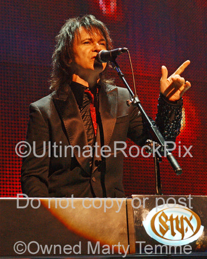 Photo of Lawrence Gowan of Styx in concert by Marty Temme