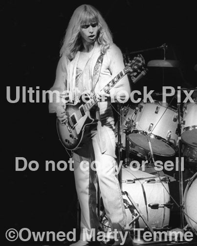 Black and white photo of Tommy Shaw of Styx in concert in 1978 by Marty Temme