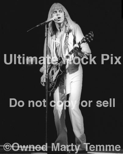 Photo of Tommy Shaw of Styx in concert in 1978 by Marty Temme