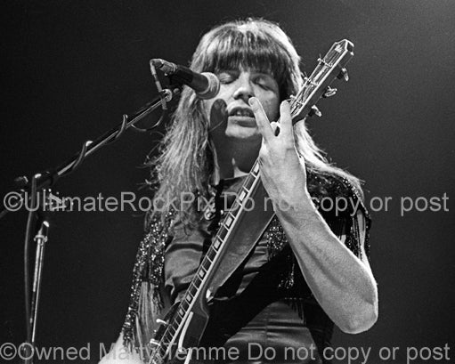 Photo of guitarist Andy Scott of The Sweet onstage in 1976 by Marty Temme