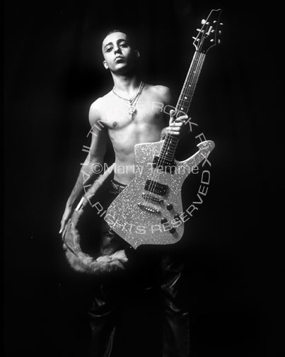 Photo of Daron Malakian of System of a Down during a photo shoot by Marty Temme