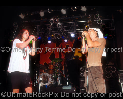 Photo of Chris Cornell and Eddie Vedder of Temple of the Dog singing together in 1991 by Marty Temme