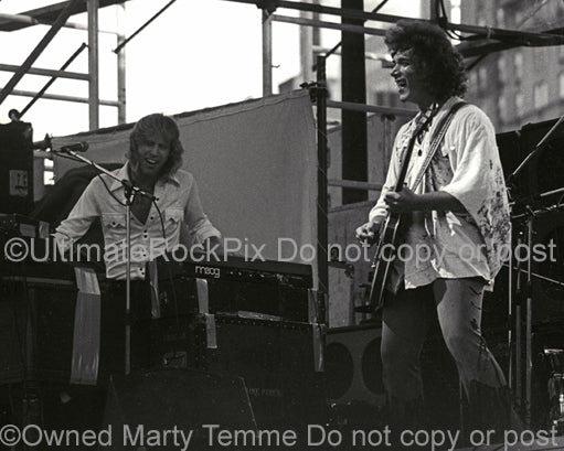 Photo of Mike Pinera and Duane Hitchings in concert in 1973 by Marty Temme