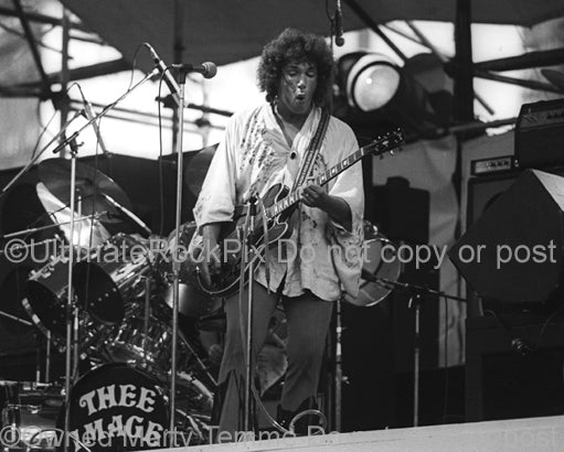 Photo of Mike Pinera of Thee Image in concert in 1974 by Marty Temme