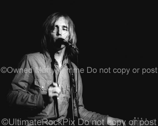 Photo of Tom Petty performing in concert in 1978 by Marty Temme