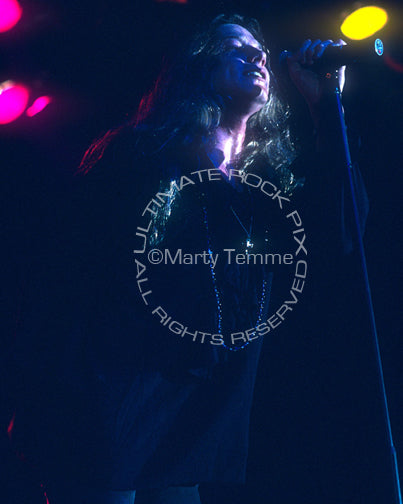 Photo of Anthony Corder of Tora Tora in concert in 1992 by Marty Temme