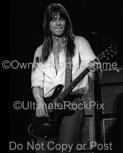 Photo of guitar player Pat Travers in concert in 1979 by Marty Temme