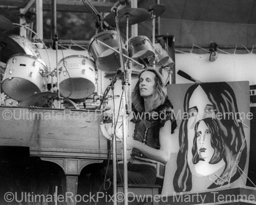 Photo of Todd Rundgren playing piano in concert in 1973 by Marty Temme
