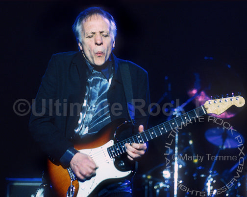 Photo of guitar player Robin Trower onstage in 1999 by Marty Temme