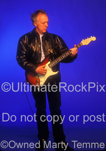 Photo of guitar player Robin Trower during a photo shoot in 1999 by Marty Temme