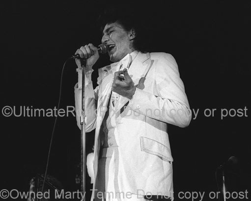 Photo of Fee Waybill of The Tubes in concert in 1975 by Marty Temme