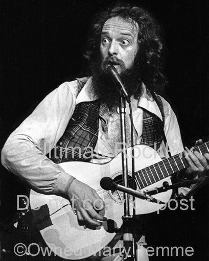 Photo of Ian Anderson of Jethro Tull playing guitar in 1979 by Marty Temme