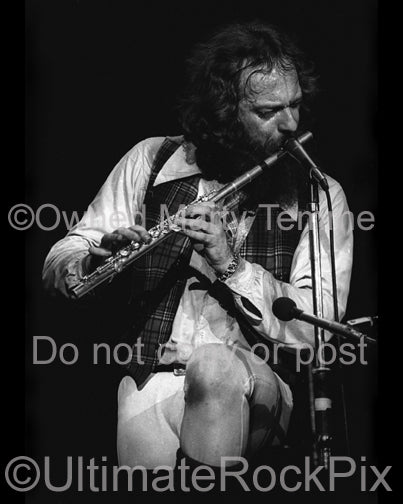Photo of Ian Anderson of Jethro Tull playing flute in 1979 by Marty Temme