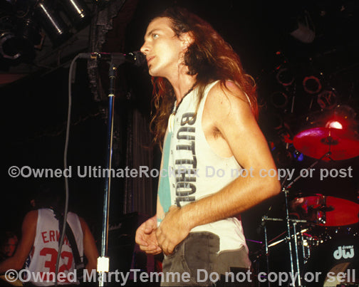 Photo of singer Eddie Vedder of Pearl Jam in concert in 1991 by Marty Temme