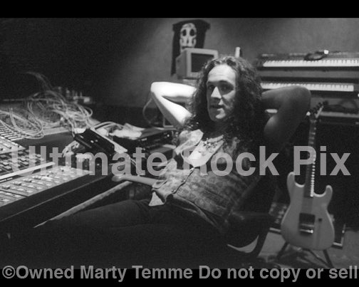 Photo of Vivian Campbell in the recording studio in 1991 by Marty Temme