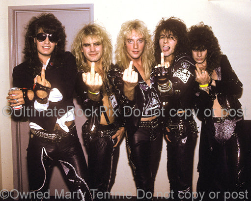 Photo of Jani Lane and the band Warrant backstage in 1988 - warrant2