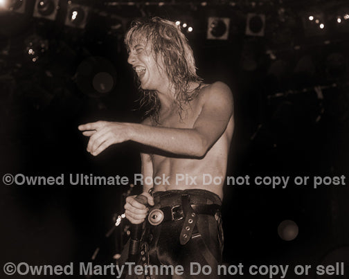 Sepia tint black and white photo of Jani Lane of Warrant in concert in 1988 by Marty Temme
