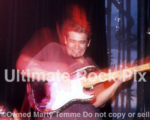 Photo of Joe Baiza performing with Mike Watt in concert in 1997 by Marty Temme