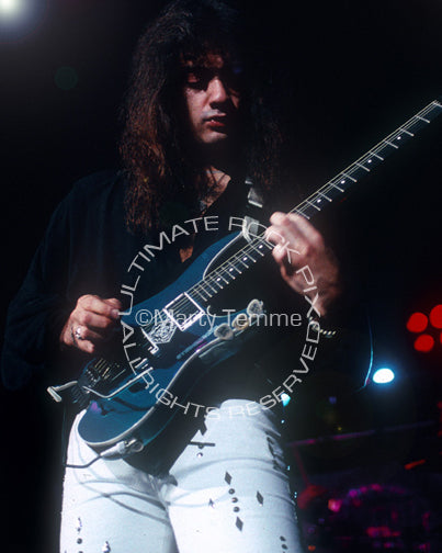 Photo of Vito Bratta of White Lion in concert in 1989 by Marty Temme