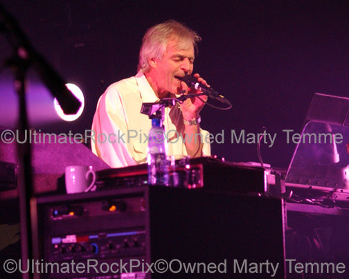 Photo of Richard Wright and David Gilmour of Pink Floyd in concert by Marty Temme