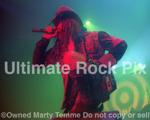 Photo of Rob Zombie of White Zombie in concert in 1993 by Marty Temme