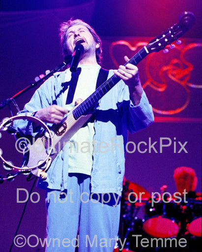Photo of singer Jon Anderson of Yes in concert in 2003 by Marty Temme