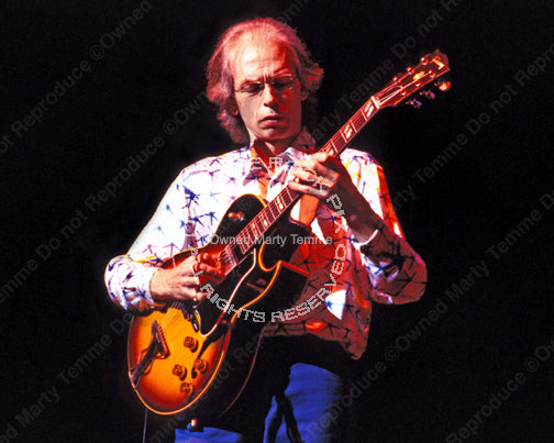 Photo of guitarist Steve Howe of Yes in concert in 2003 by Marty Temme