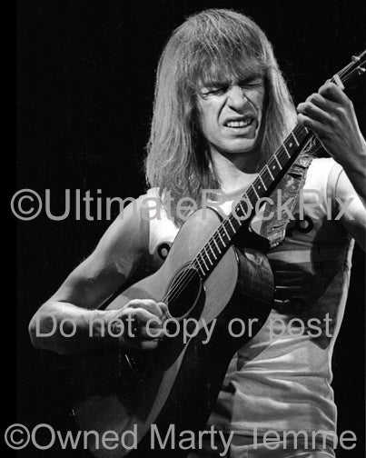 Photo of guitarist Steve Howe of Yes in concert in 1978 by Marty Temme