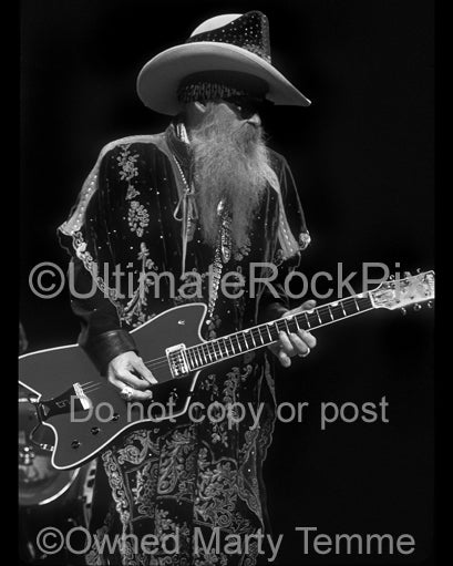 Black and white photo of Billy Gibbons of ZZ Top playing a Billy-Bo Jupiter Thunderbird by Marty Temme