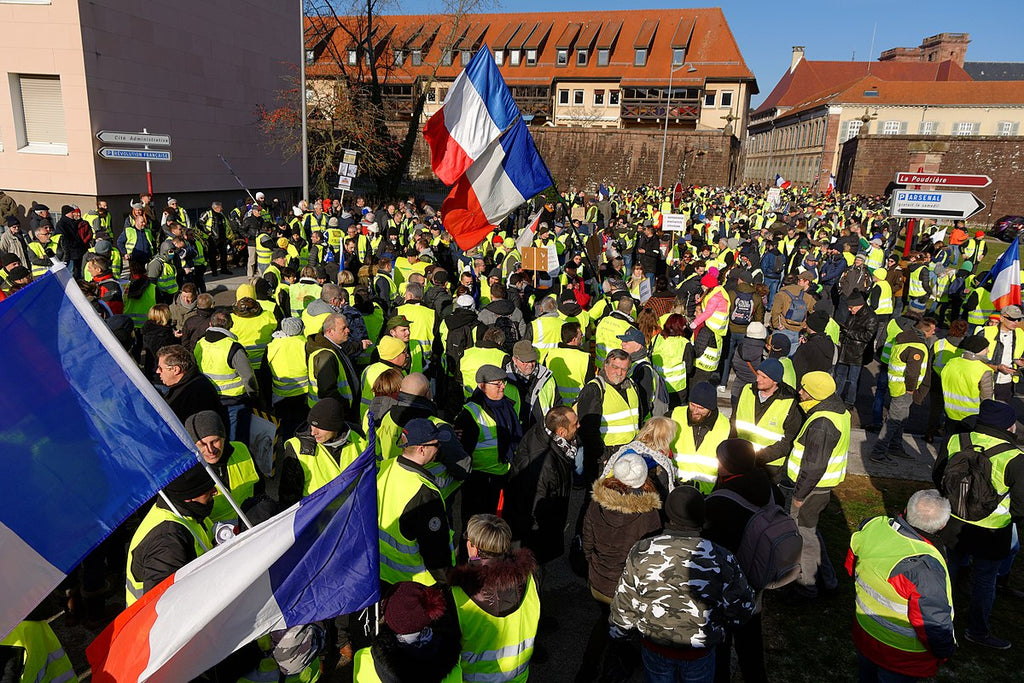 anti-government protesters in France in yellow vest