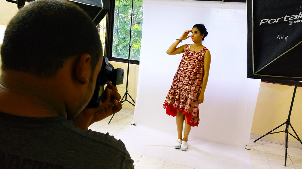 Image of Aparna Verma as a model for product photos on MIRCHI KOMACHI website at the shooting with the camera person Shahnawaz Rahman