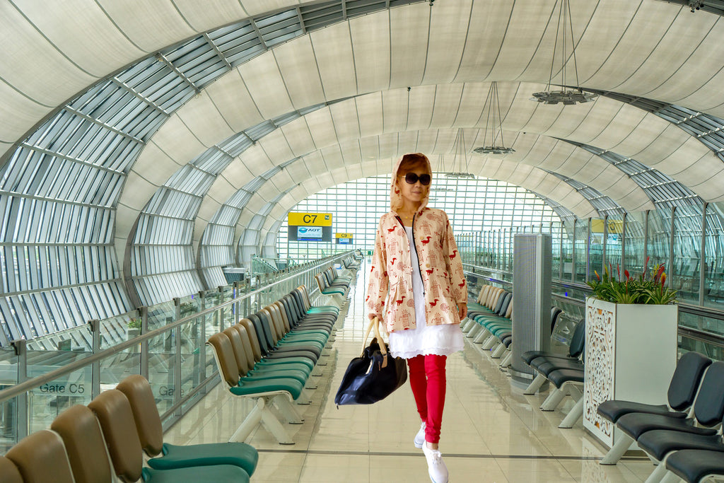 Image of an airport style outfit idea with leggings, cotton parka, and a long white tunic