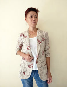 MIRCHI KOMACHI Casual Blazer Jacket is a cute Indo-Western item for ladies. The print of small bicycles is modest, not too loud, and chic. The thin cotton fabric is perfect for layered looks even in summer. Bicycle lovers, how about staying with bicycles even when you are off-bike? Shop online!