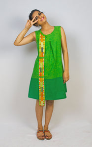 MIRCHI KOMACHI Bicolour green cotton Dress is a comfortable A-line shift dress of Indian handloom fabric. Not only that but with a cute detail of Indian handcrafted lace! Shop online!