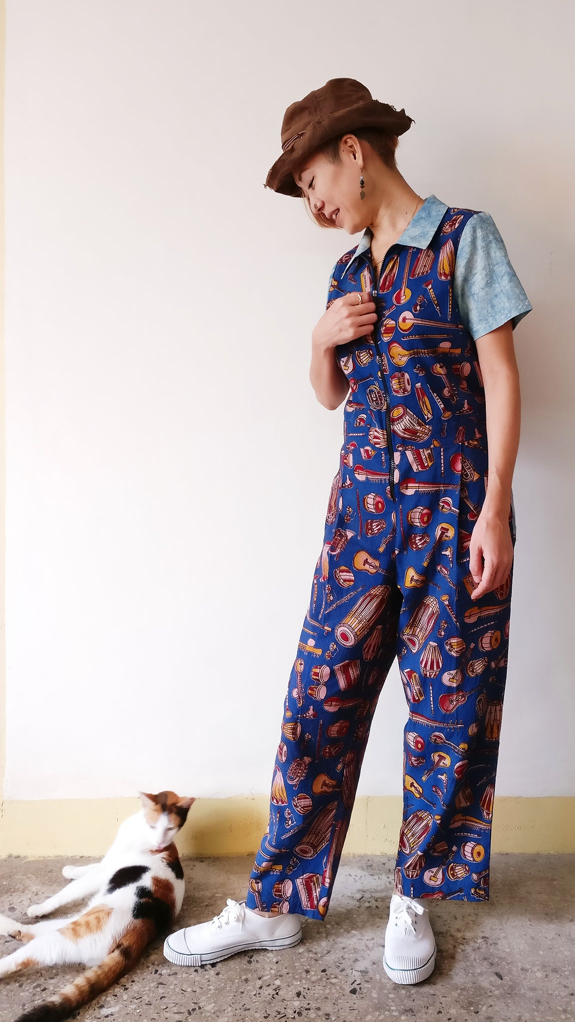 Our Kalamkari jumpsuit is a feel-good look-good alternative of jeans for Indian women! Boiler suit type with the loose comfy waistline and zipper opening. Shop online!
