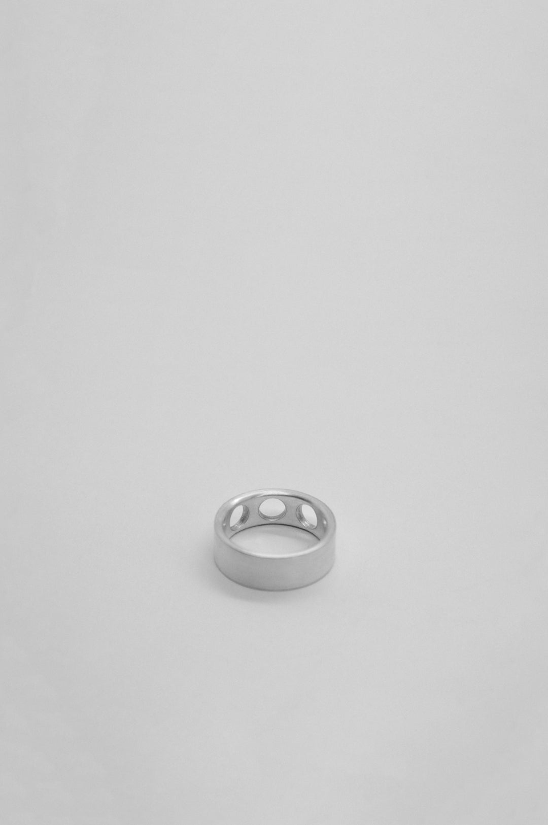 ELLIPSIS RING IN STERLING SILVER