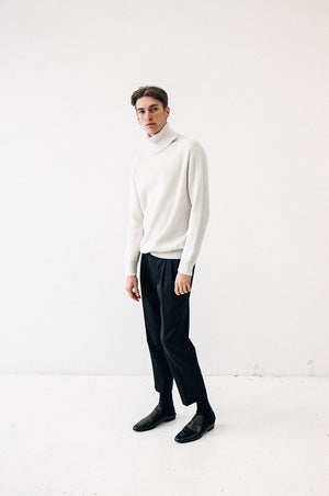 CASHMERE RIBBED TURTLENECK IN IVORY